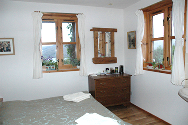 Double room shared bathroom
